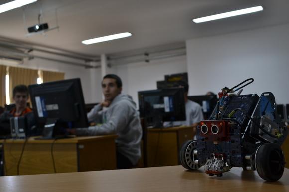Comenzaron las pasantías académicas para estudiantes secundarios en la Facultad de Informática