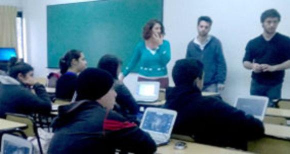 Estudiantes de la Escuela Técnica Nº1 de Berisso aprenden a programar robots